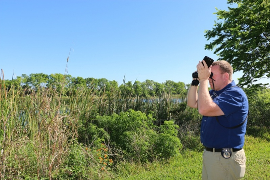 Trails Specialist Gallus Quigley breaks 'big year' record to become top birder in Lake County