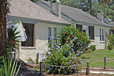 Cottages at Lake Harris Lodge in Tavares, FL