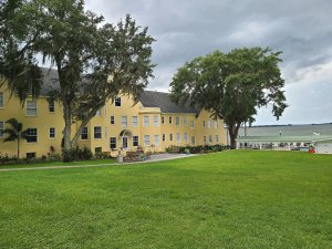 Photo of Lakeside Inn.