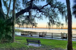 Photo of benches overlooking the docks at Trimble Park in Mount Dora.